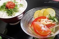【クールダウンレシピ】冷凍きゅうりでキュウリビズ ~ きゅうりとトマトの冷たいお吸い物。 - スパイスと薬膳と。