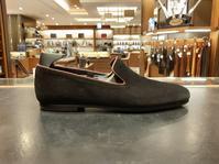 JOHN LOBB ブラックスエードの魅力 - シューケアマイスター靴磨き工房 銀座三越店