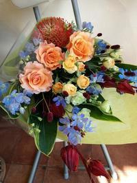 退職の花束がつづく。。。 - フラワーショップデリカの花日記