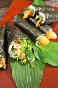 ■簡単な手巻き寿司【梅納豆胡瓜巻き/はみ出しサーモン巻き】 - 「料理と趣味の部屋」