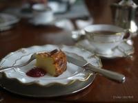 チーズケーキでティータイム - お茶をどうぞ♪
