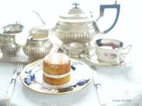 ミニヴィクトリアスポンジケーキでティータイム - お茶をどうぞ♪