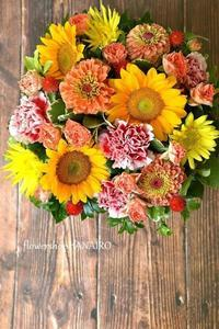 ひまわり「サンリッチフレッシュオレンジ」と「モネ」を使ったフラワーアレンジメント。 - 花色~あなたの好きなお花屋さんになりたい~