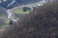 早春の稜線と小川と汽車- 釜石線・2019年 - - ねこの撮った汽車