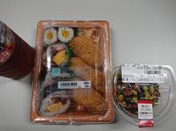 9/7夜勤飯 ファミマ 助六弁当、枝豆とひじきの生姜風味鶏サラダ - 無駄遣いな日々