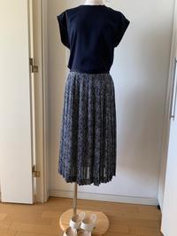 紺のプリーツスカートのコーディネーション - Wayakoのつぶやき