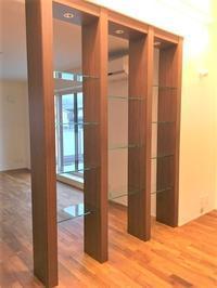 化粧柱とガラス棚 - オーダー家具の現場レポート