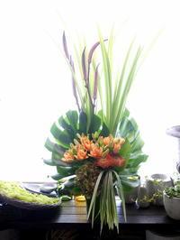 おばんざいのお店の開店にアレンジメント。真駒内本町にお届け。2020/09/07。 - 札幌 花屋 meLL flowers