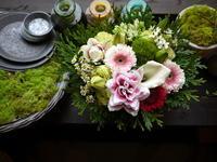 お供えのアレンジメント。「バラは使わず、おまかせ」。2020/09/12。 - 札幌 花屋 meLL flowers