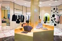 イタリアの高級ブランドプラダが新しい婦人服にオンラインとオフラインの方法を組み合わせて採用 - スターはファッションブランドの着方を教えてくれます
