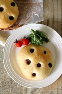 ブラックオリーブでフォカチャ - Takacoco Kitchen