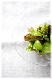 シャインマスカットのサラダと里芋のコロッケ - Less is more