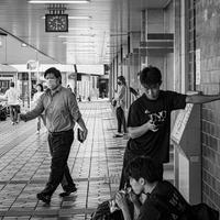 駅前15時30分 - モノクロ写真をアップする!