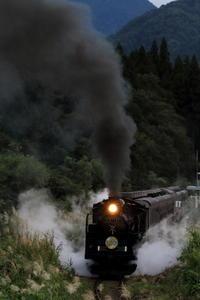 夕暮れの発車- 2020年初秋・磐越西線 - - ねこの撮った汽車