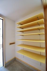玄関のオープン棚/土間のある家・松戸市K邸 - K+Y アトリエ一級建築士事務Blog
