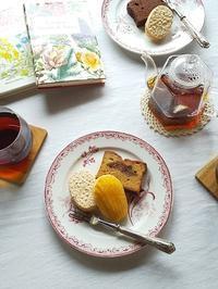 美味しい焼き菓子と紅茶で・・・ほっと一息♪ - キッチンで猫と・・・