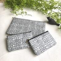 リバティスリーピングローズの便利なラミネートポーチ - Flora 大人服とナチュラル雑貨