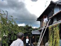 2階樋の修理に3人の職人さんと+1人 - 島暮らしのケセラセラ