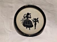 クロスステッチ影絵入り木製円形黒額995 - スペイン・バルセロナ・アンティーク gyu's shop