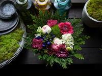 お誕生日のアレンジメント。「青紫系のリンドウを入れて」。苫小牧市に発送。2020/09/15着。 - 札幌 花屋 meLL flowers
