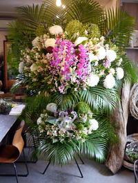 ご葬儀にスタンド花。北51条の斎場にお届け。2020/09/15。 - 札幌 花屋 meLL flowers