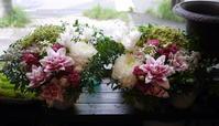 ご葬儀にアレンジメント一対。「淡い色合い。高さあまり出さず」。清田1条の斎場にお届け。2020/09/17。 - 札幌 花屋 meLL flowers