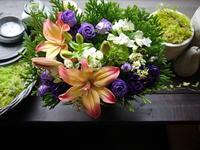ご葬儀にアレンジメント。「お孫さんから。紫を使って」。清田1条の斎場にお届け。2020/09/17。 - 札幌 花屋 meLL flowers