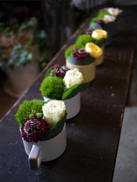 13周年のカフェに、ミニアレンジメント6個。宮の沢1条にお届け。2020/09/18。 - 札幌 花屋 meLL flowers