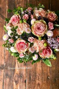 バラ「ピタハヤ」を使ったフラワーアレンジメント。 - 花色~あなたの好きなお花屋さんになりたい~
