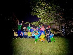 ネコクラブA-05◆9月の日帰り3回目は「夜あそび」にチャレンジ。夕方の海岸を満喫して、真っ暗になった野原でヘッドライトをつけて夜の鬼ごっこ大会で盛り上がった! #中城村 - ねこんちゅ通信(ネコのわくわく自然教室)