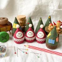 キャップを使ったおちびサンタとクリスマスツリー。 - ちいさいもの。