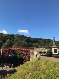 深い渓谷にかかる世界最古の鉄橋「アイアンブリッジ」 - Lovely! in London