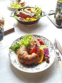 ソーセージと彩り野菜のグリルサラダとベーグルでランチ♪ - キッチンで猫と・・・