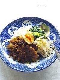 いつもの・・・台湾風カレー と マンゴーシャーベット - キッチンで猫と・・・