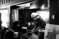 愛野「破天荒」で黒つけ麺 - ぶん屋の抽斗