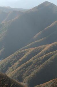 山が紅い季節- 2019年・釜石線 - - ねこの撮った汽車