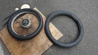 突然のパンクを機にタイヤ&チューブ交換 - 双 極の調べ