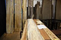 スポルテッドブナの家具トリュフビーチのキッチン - SOLiD「無垢材セレクトカタログ」/ 材木店・製材所 新発田屋(シバタヤ)