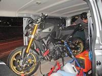 富士カート(動画あり)の帰りにMT-09のRタイヤ交換&NTTのモデムが故障??(笑) - バイクパーツ買取・販売&バイクバッテリーのフロントロウ!