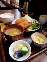 飯 さかい * 銀鮭の味噌漬け焼き定食&粗挽きメンチカツ定食♪ - ぴきょログ~軽井沢でぐーたら生活~