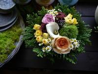 おむすび屋さんのオープンにアレンジメント。「黄色入れて、明るい感じ」。2020/09/30。 - 札幌 花屋 meLL flowers