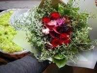 還暦のお祝いに花束。「ブーケ風。赤系」。2020/10/02。 - 札幌 花屋 meLL flowers