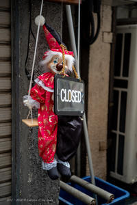 週末のサラリーマン街 - 心のカメラ   more tomorrow than today ...
