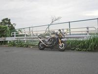 K名サン号 GPZ900RニンジャのF/Rタイヤ交換&Fパッド交換・・・(^^♪ - フロントロウのGPZ900Rニンジャ旋回性向上計画!