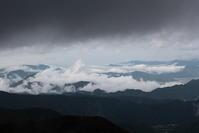 上田市美ヶ原の雲海と雨雲 - 日本あちこち撮り歩記