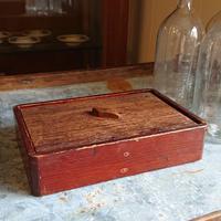 木箱とネックレス - CELESTE アクセサリーと古道具