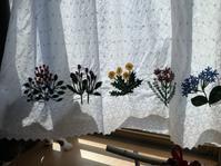 猫とカーテン - Yumiko Sakura Embroidery