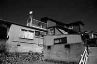傾斜地の家 - 節操のない写真館