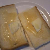 久しぶりに、近所のパン屋さんのパンと、ハチミツ - Hanakenhana's Blog