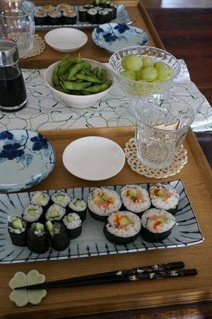 ムスメの友達に寿司をふるまう -